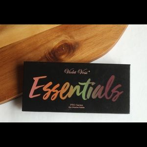 Violet Voss - The Essentials Palette